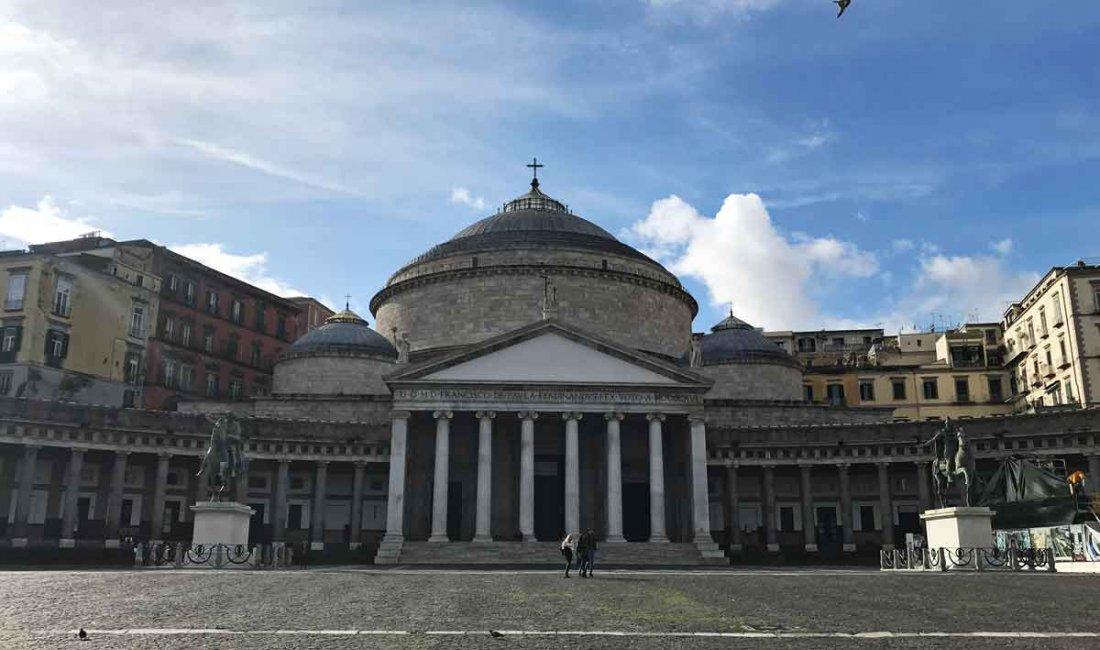 Napoli: un piacere perfetto che lascia insoddisfatti | Guide Marco Polo